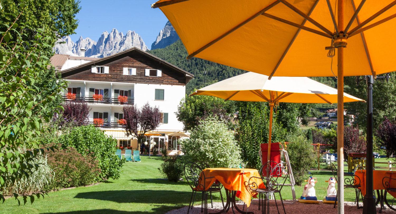 Hotel in riva al lago di molveno in trentino hotel for Piccole planimetrie a concetto aperto