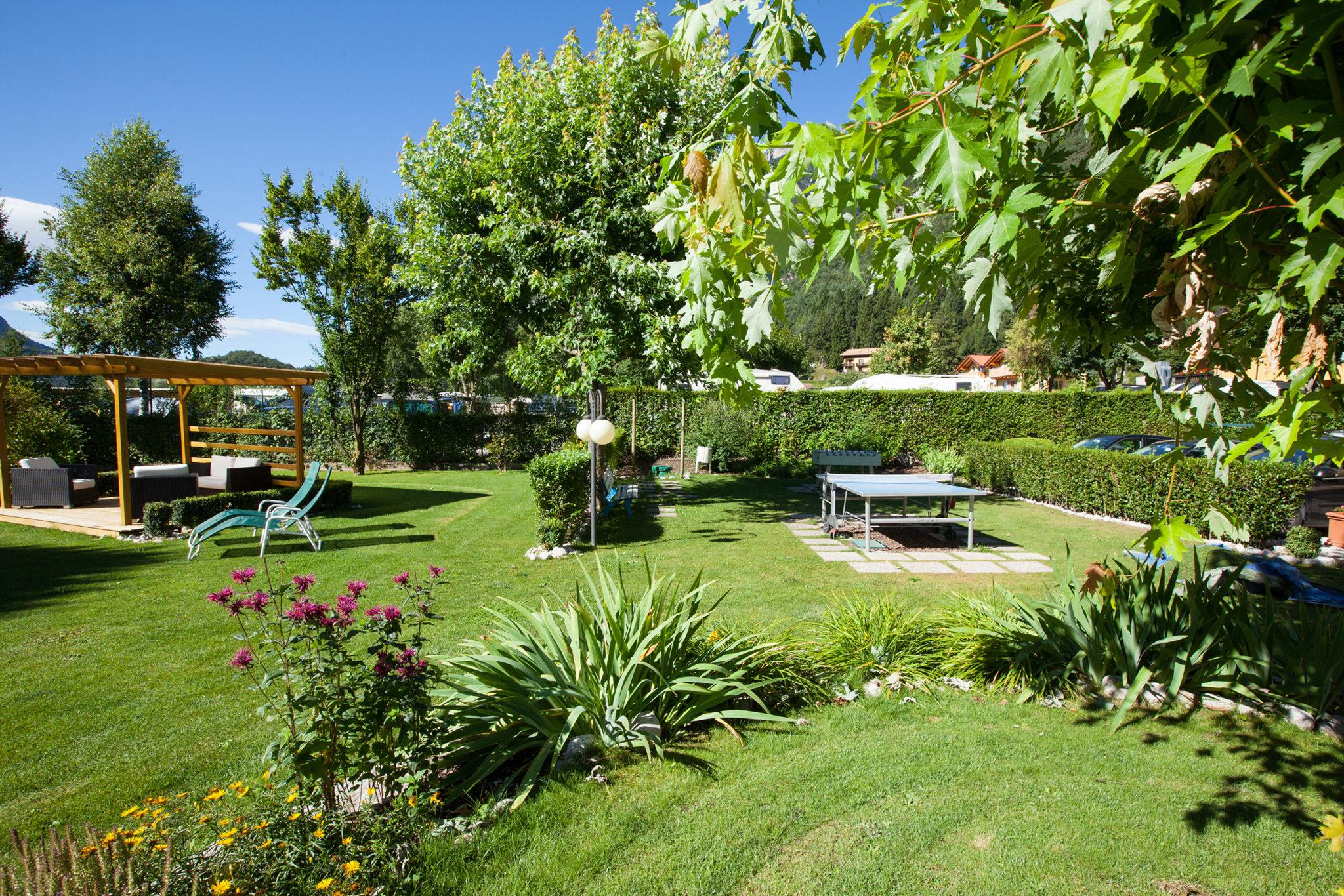 Giardino in riva al lago di molveno hotel garden bellariva - Il sole nel giardino ...